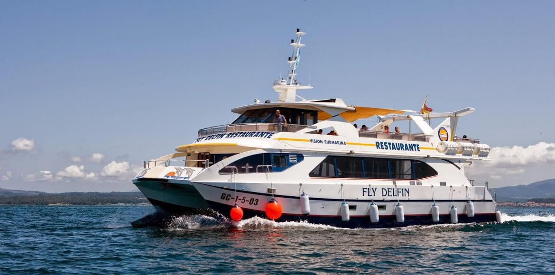 Fly Delfín Restaurante navegando por la ría