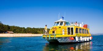 Barco cerca de la playa