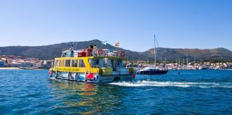 Barco Ruta Xacobea navegando por la ría